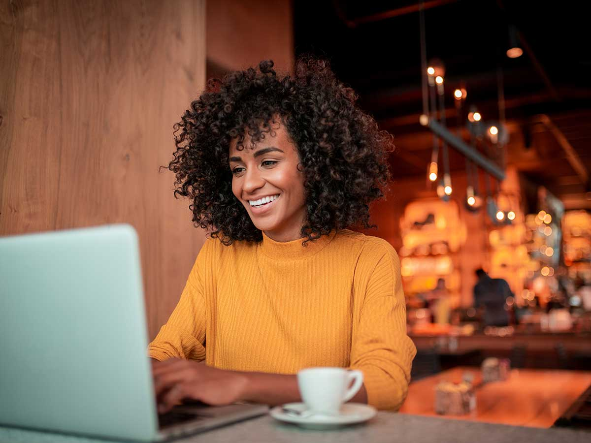 woman remote working with cloudcall at coffee shop